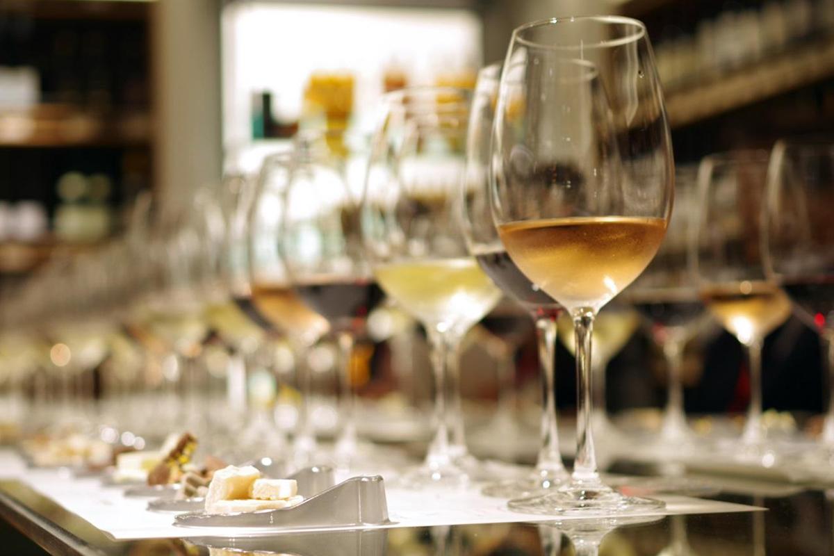 《ワイン×チョコ》で大人時間を楽しもう。カカオ含有量別にオススメワインの種類を紹介