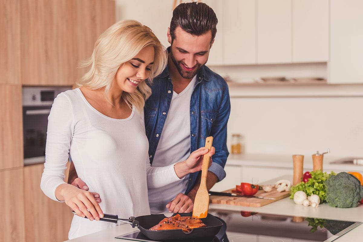 手料理を食べたいと言う男性の《6つの心理》これって脈あり?下心?