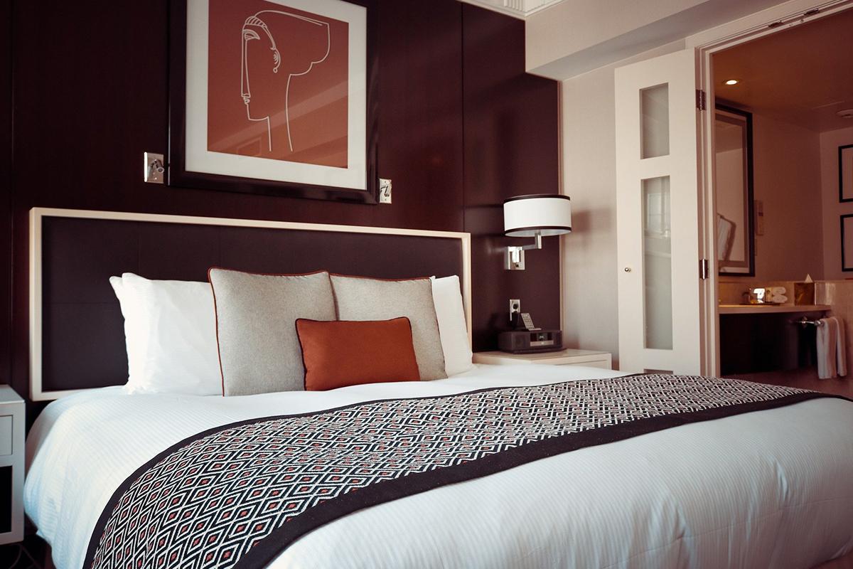 リゾートホテル風インテリア-ベッド