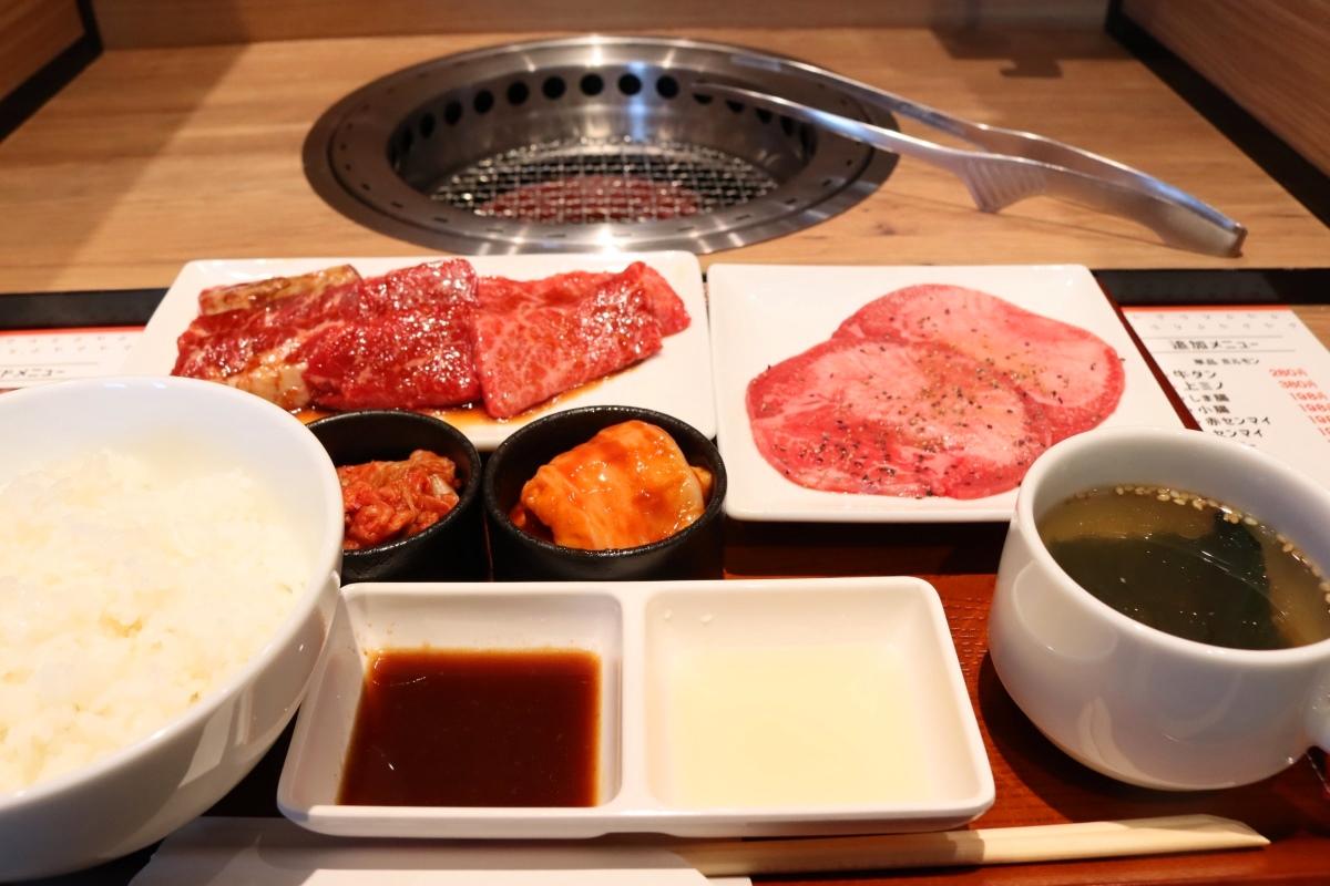 「肉屋の5種盛定食」(1,380円)