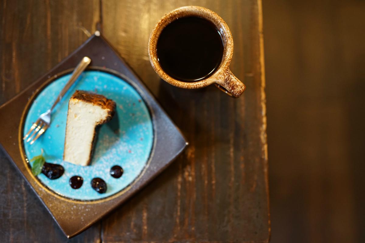 バスクチーズケーキとドリップコーヒー