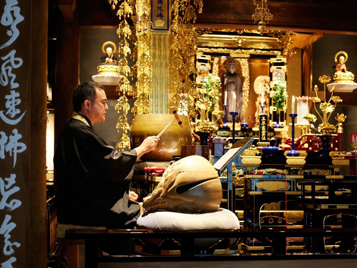 『浄教寺』朝のお勤めの様子