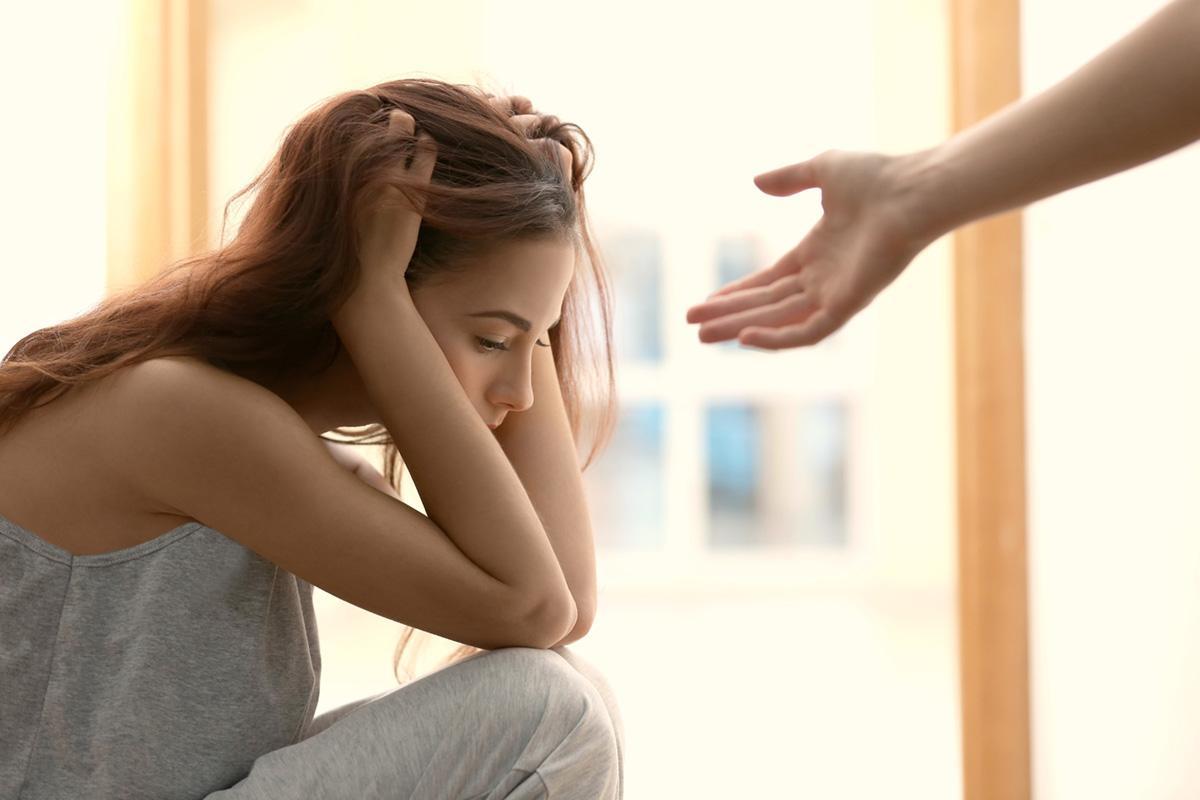 【メンヘラ女性の特徴5つ】意味や男性に嫌われない簡単対処法