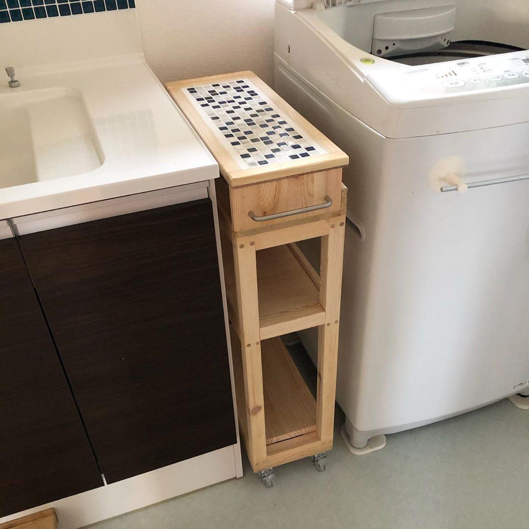 洗濯機横の細い隙間に棚