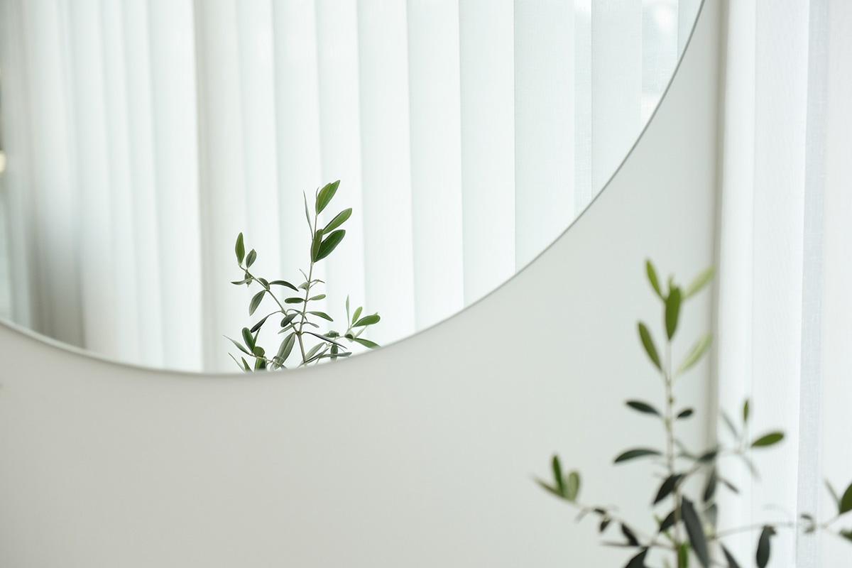 白い部屋と鏡