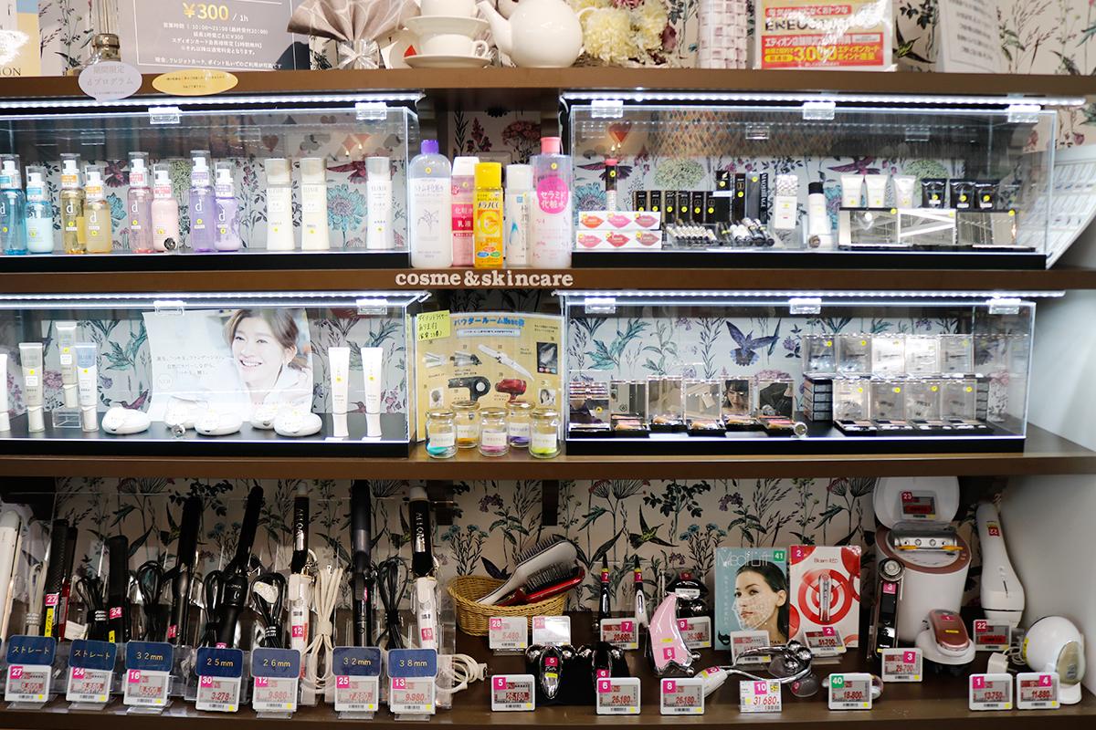 パウダールームの商品棚