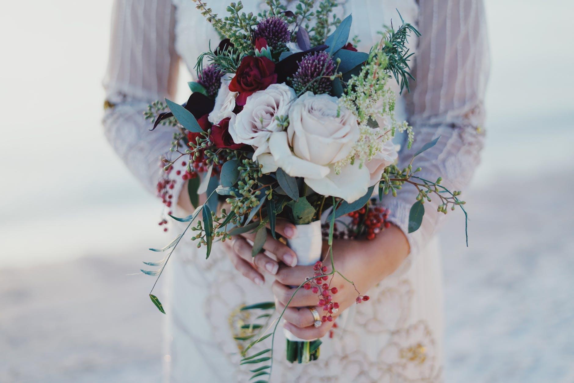 結婚ラッシュに焦る!自分のペースを守ってネガティブな感情への対処法