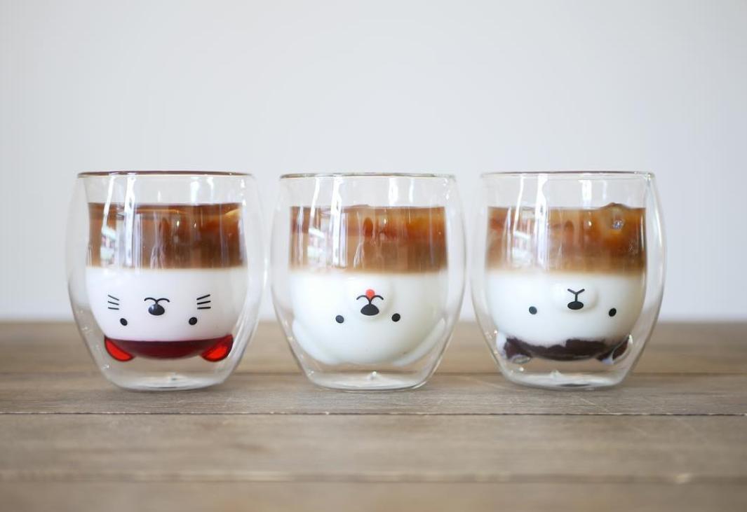 《クリスマスプレゼントにも》飲み物を注ぐと動物が現れるグラスが梅田に!