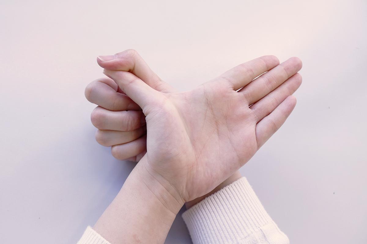 親指のストレッチ手順2