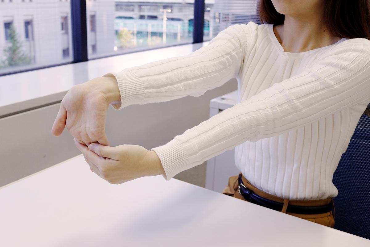 肘のストレッチ「肘の内側」