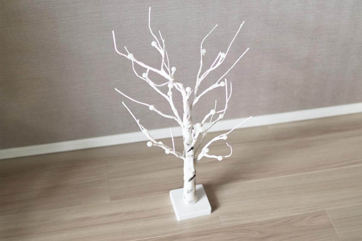 床に置いたシラカバツリー