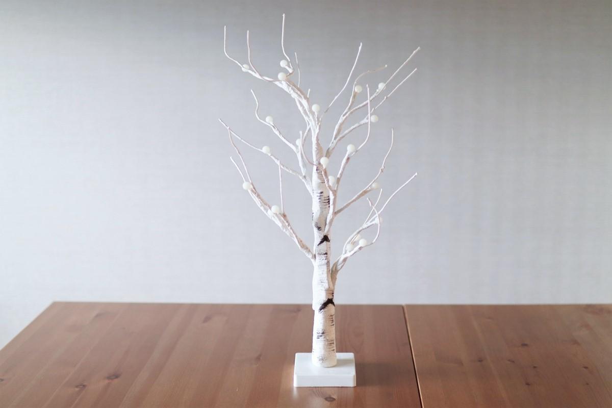 テーブルの上のシラカバツリー
