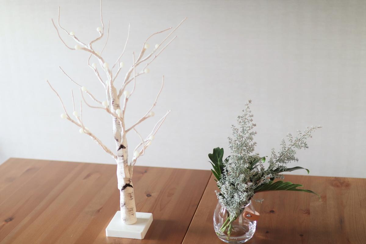 冬のインテリアがおしゃれになる!『ニトリ』のシラカバツリーの飾り方