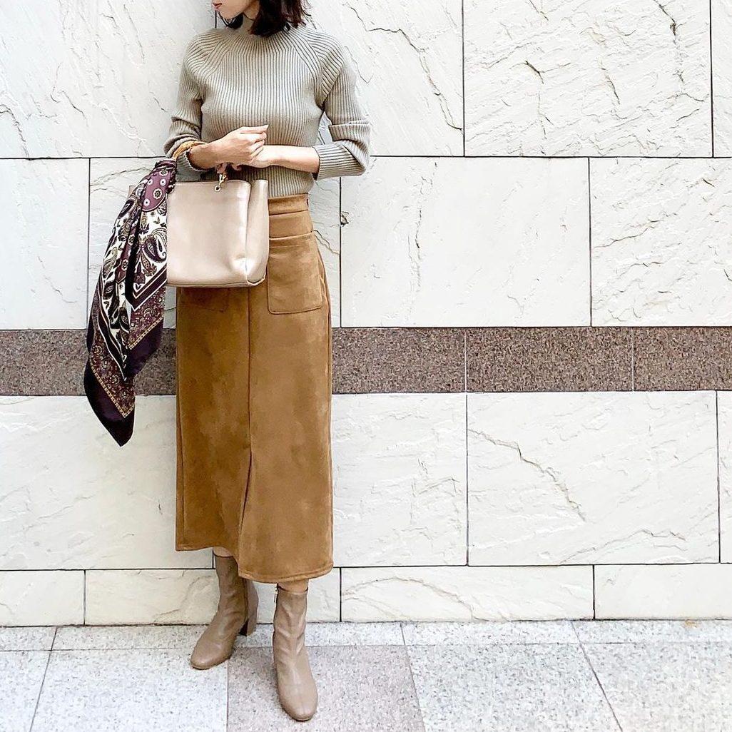 明るいブラウンのロングスカート