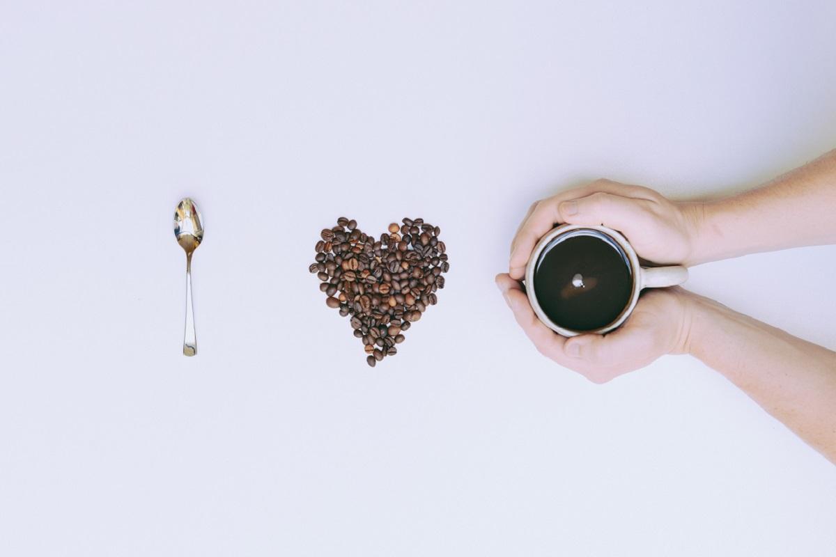 《カフェインフリーとは》カフェインの効能とデメリットや代用ドリンクを紹介