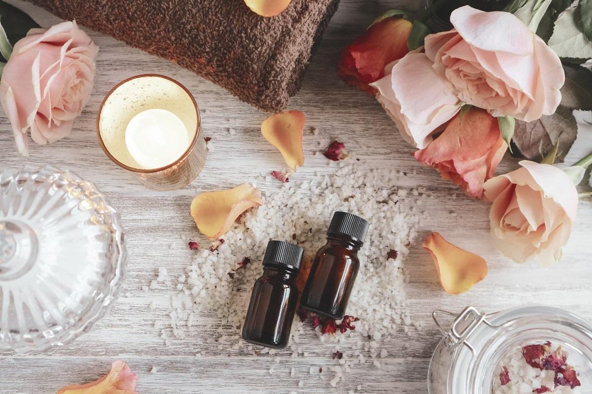 お風呂でのエッセンシャルオイル活用方法!アロマバスで香りに癒されよう