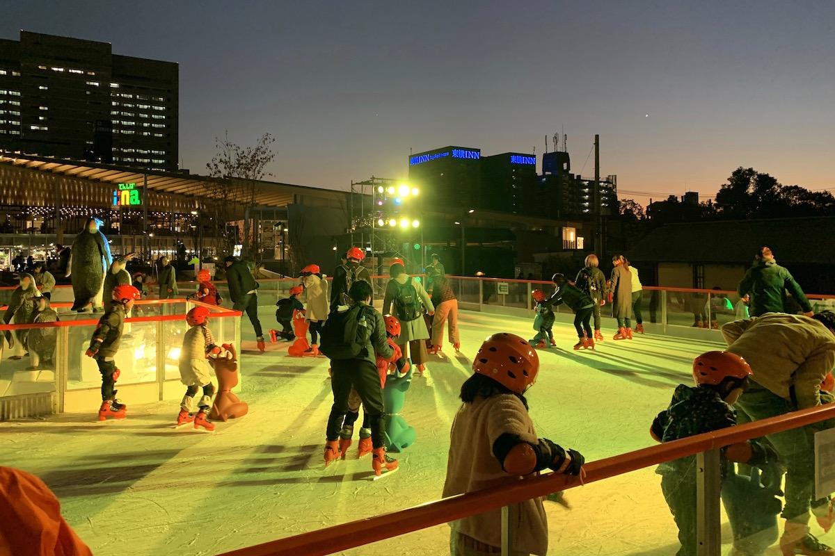 てんしばスケートリンク てんスケの夜の雰囲気