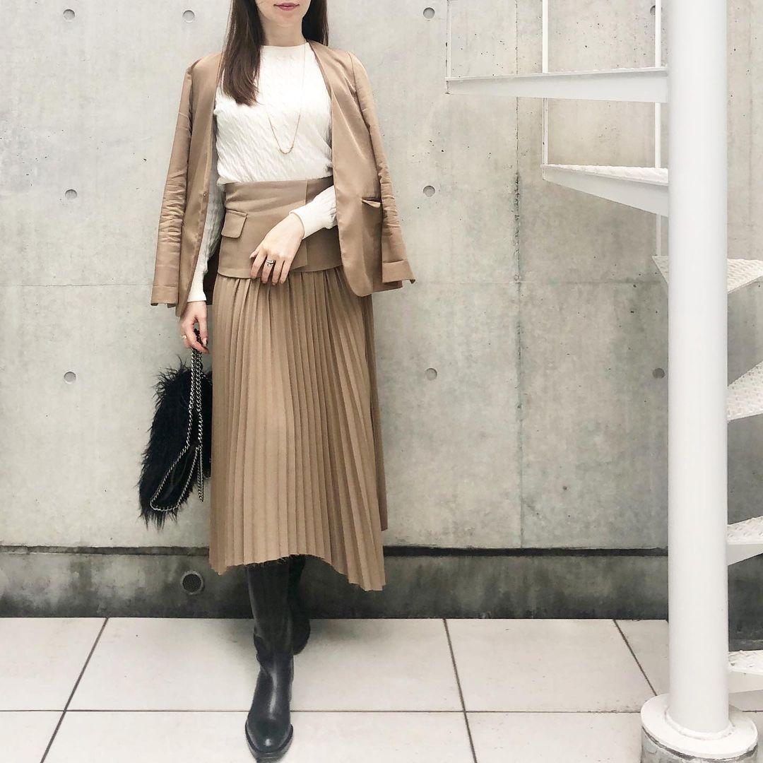 スカートでセットアップなジャケットコーデ