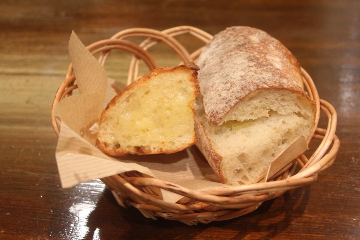 コム・シノワのランチメニューのパン