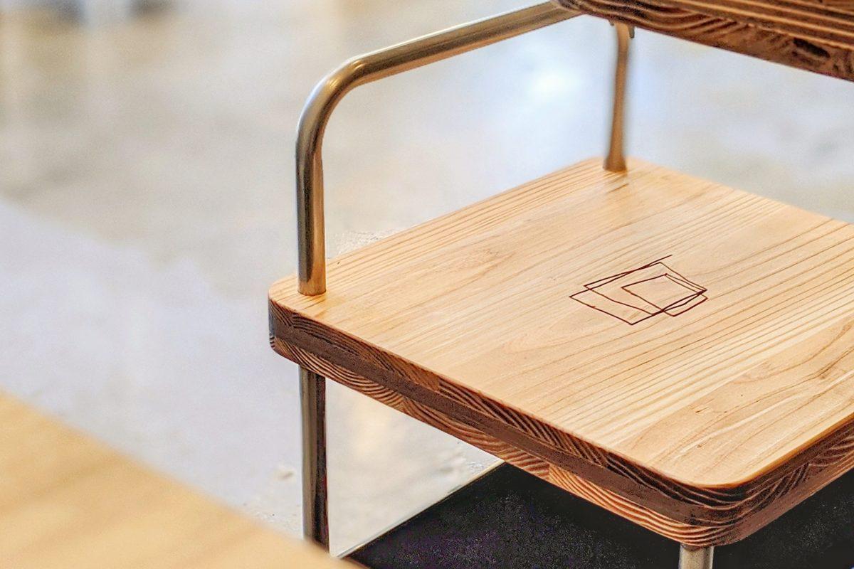 パンデシンプル店内の椅子