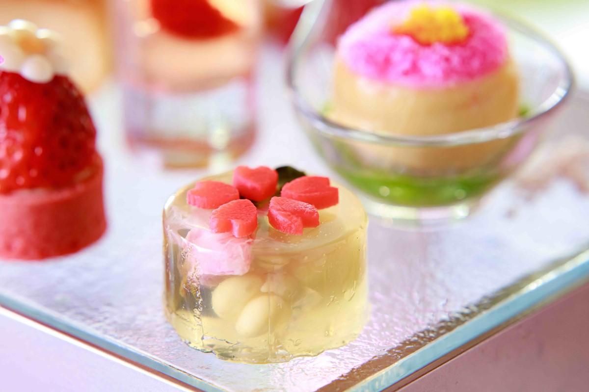 ANAクラウンプラザホテル大阪の桜ピンクアフタヌーンティーの一品春野菜とトマトの雫