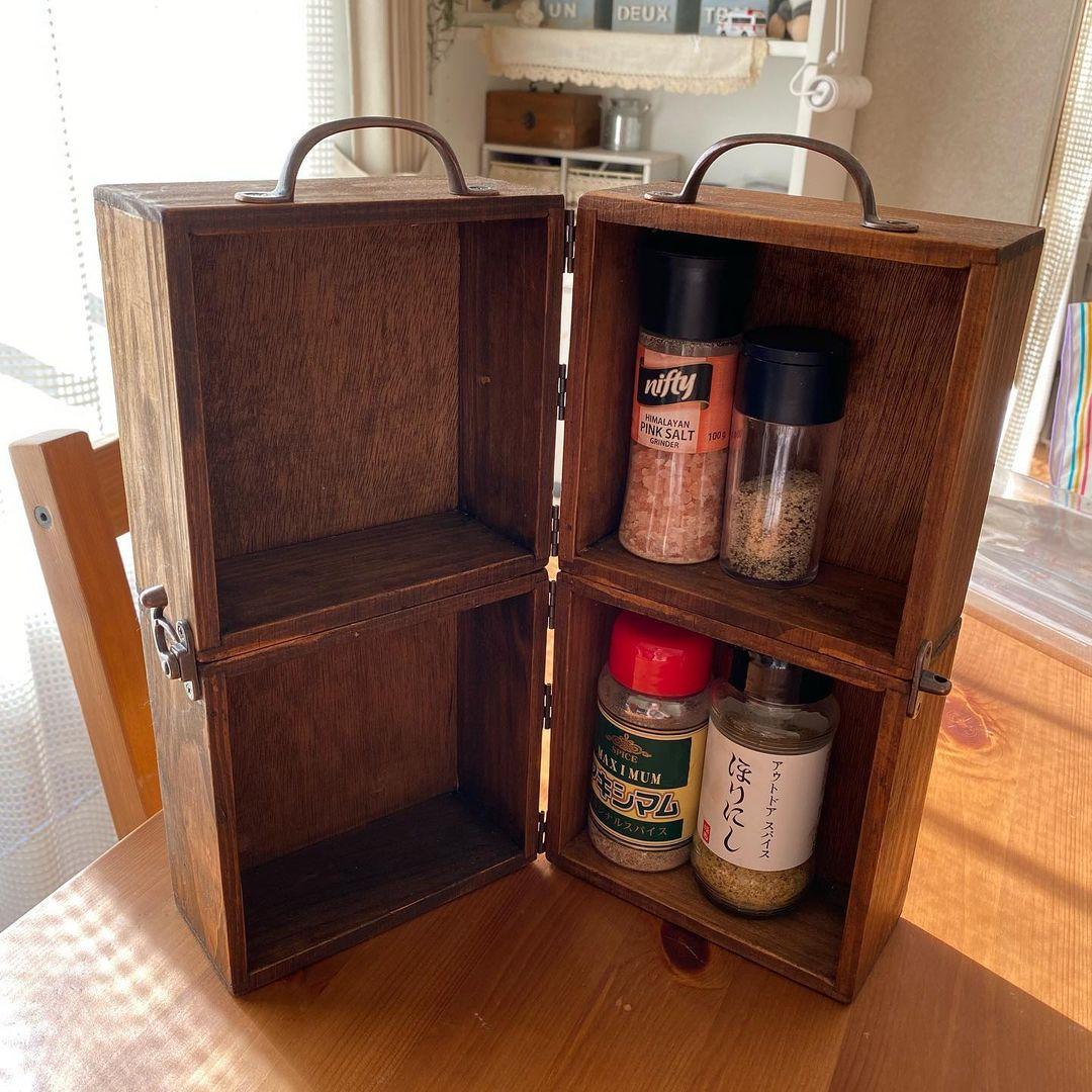 セリアの木箱をつなぎ合わせた持ち運び調味料ボックス