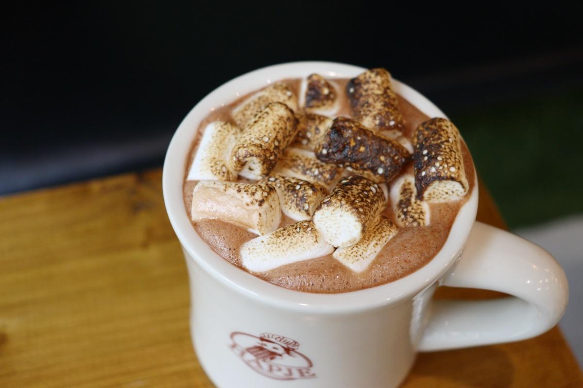 チョコレートミルクのアップ