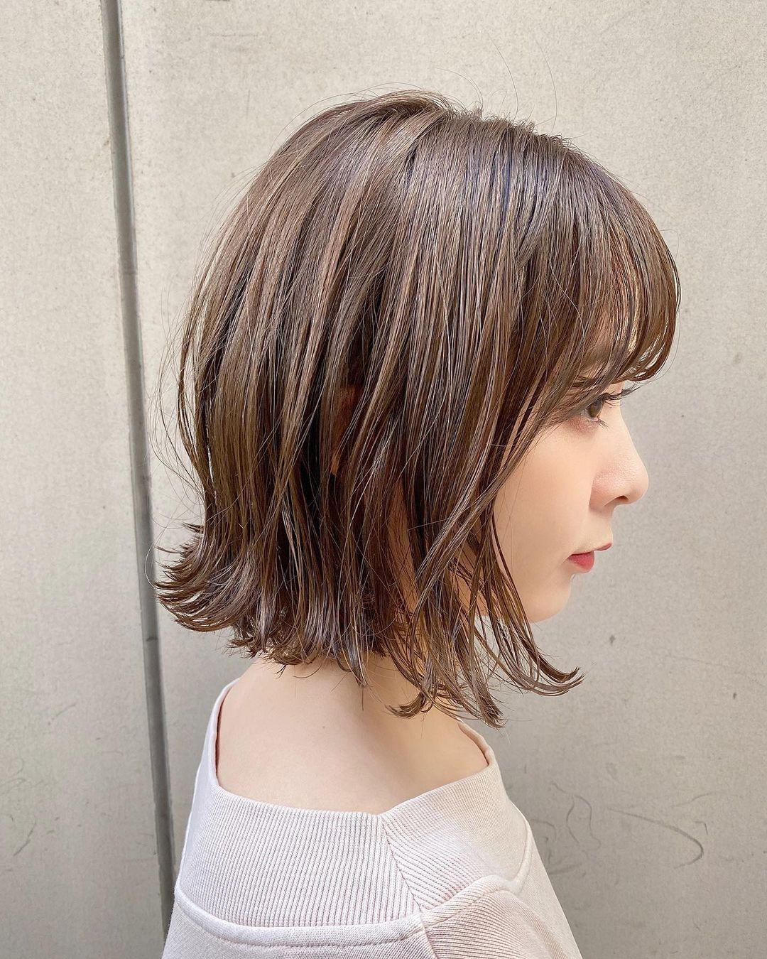 ふんわり前髪の女性