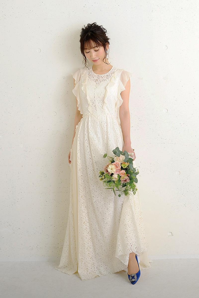 ハンギシを履いたウエディングドレスのモデル