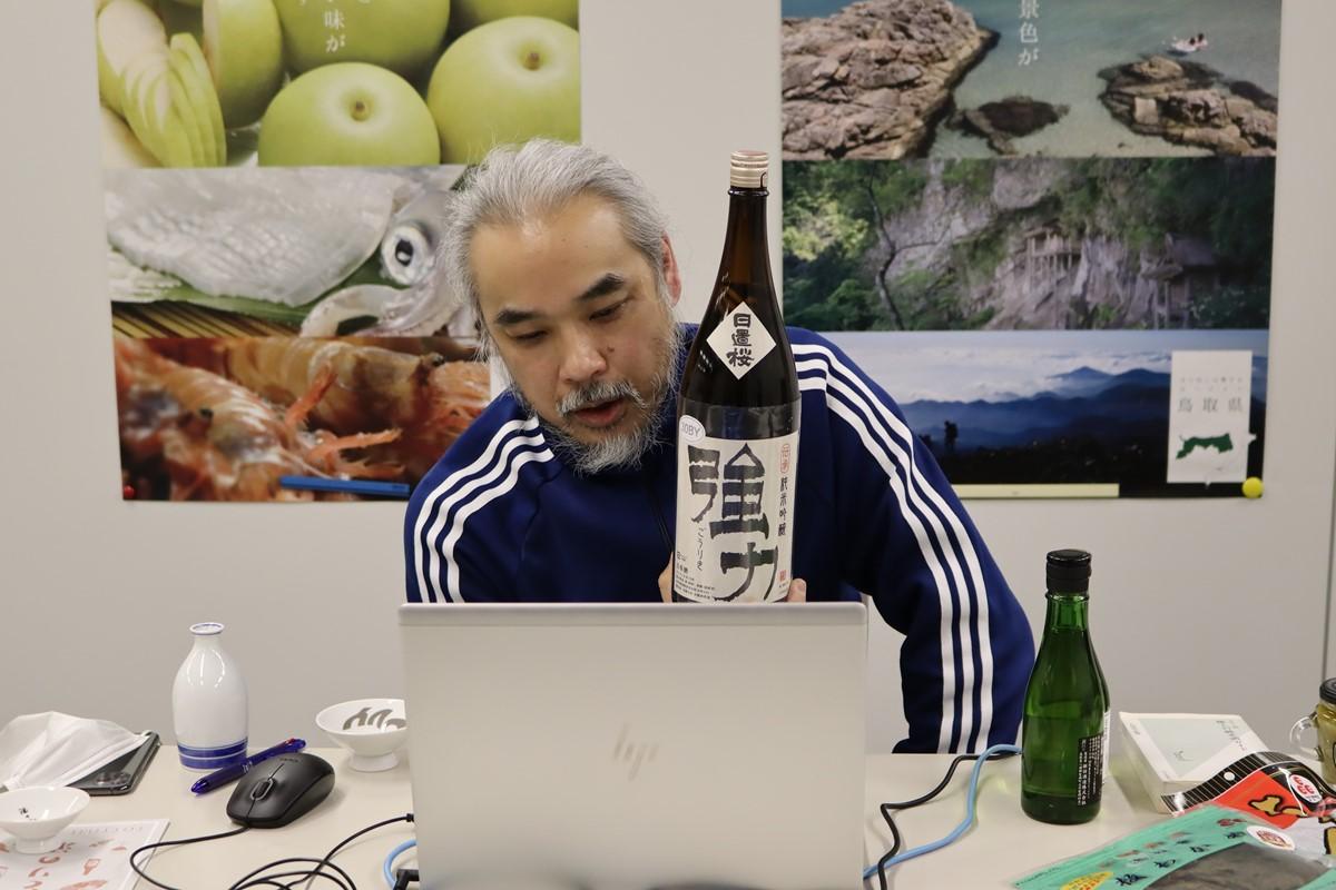 鳥取県日本酒イベントで講師を務める井上酒店の井上店主