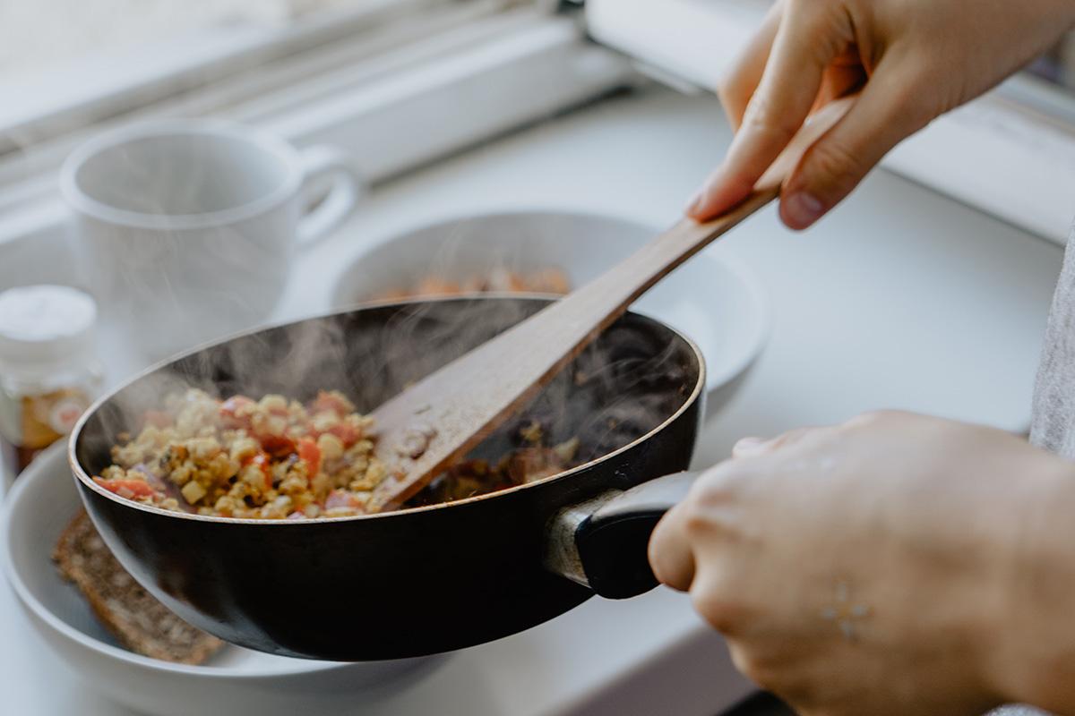 【一人暮らしで食費を節約】食材と時間のムダを省く5つのポイント