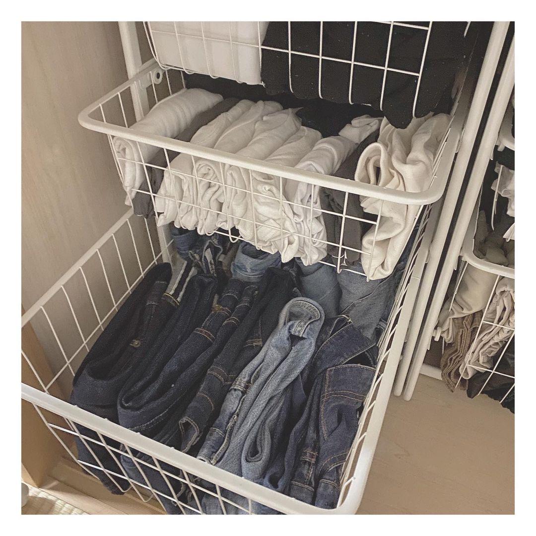 綺麗に畳んで収納された衣類