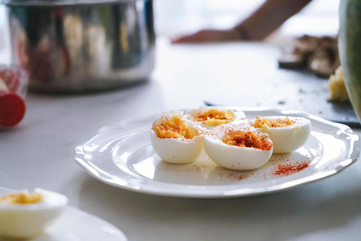 卵料理が盛り付けられたお皿