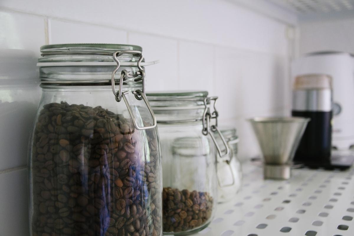 コーヒー豆の保存場所はどこが適切?保存期間や鮮度を保つ方法も紹介