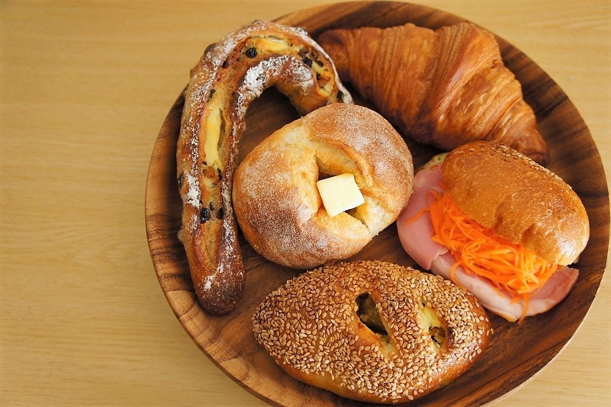 5つのパンの盛り合わせ