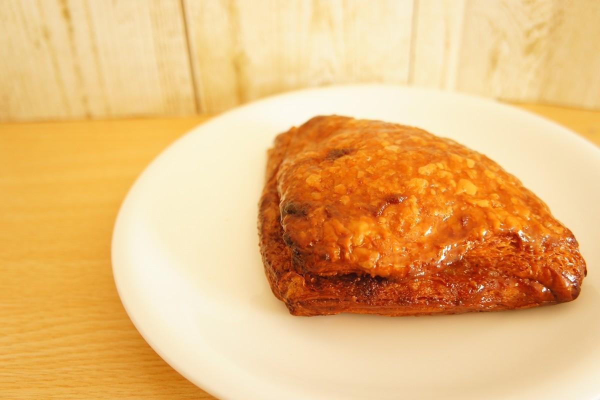 リンゴのシロップ煮入りの菓子パン