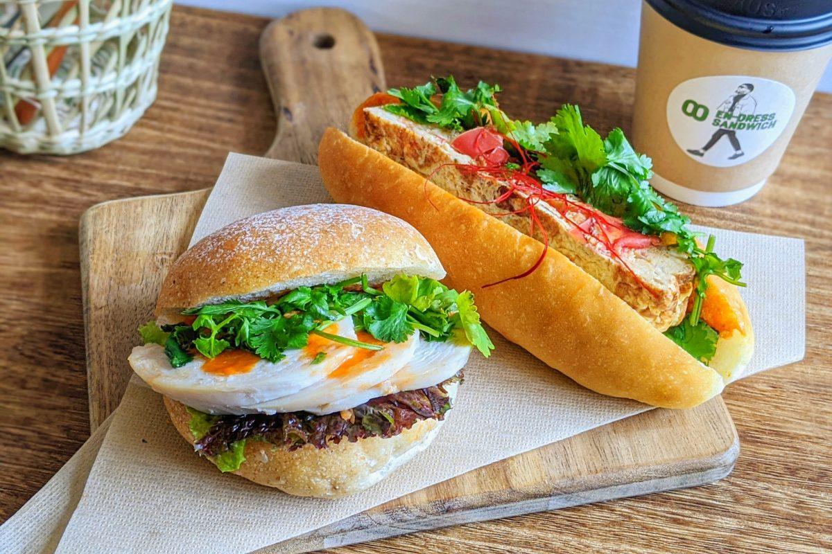 エンドレスサンドイッチのバーガーとコッペパン
