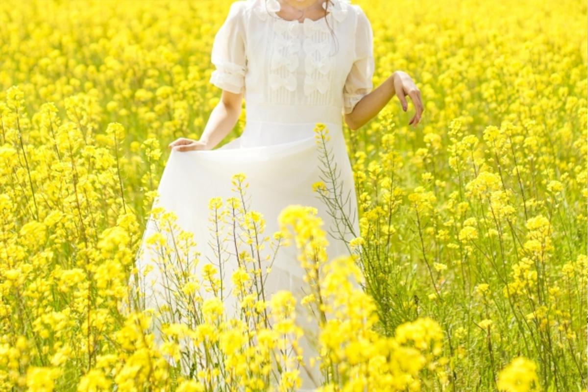 花畑にいる女性