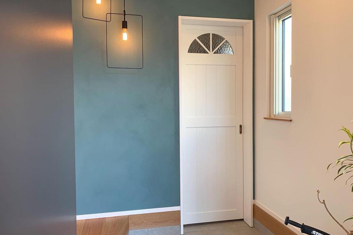 狭い玄関を広くする8つの工夫!ダイソーやニトリでできる玄関収納アイデア