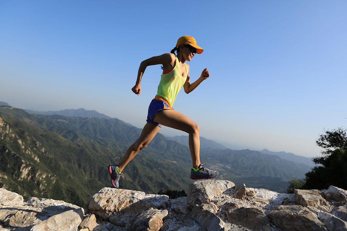 高地トレーニングする女性
