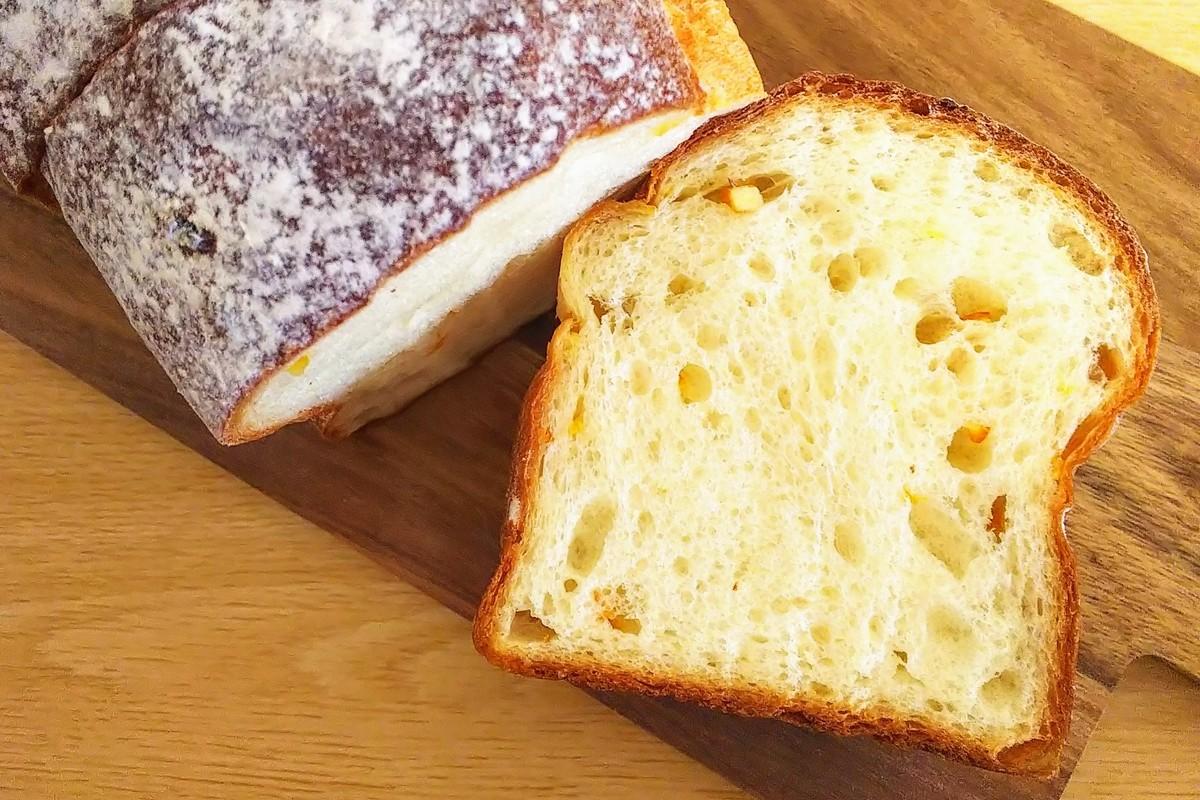 オレンジピールが入った食パン