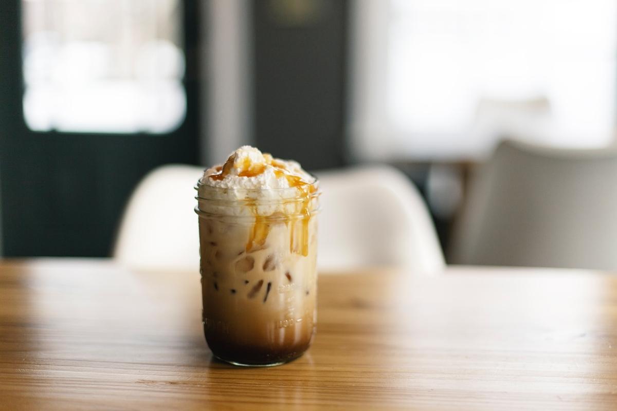 ホイップクリーム入りのアイスコーヒー