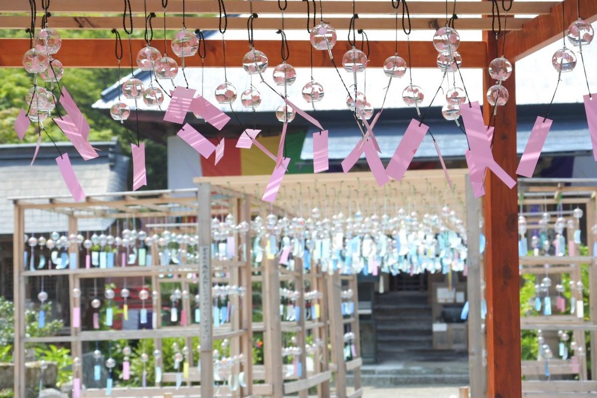 法隆寺東光院のカラフルな風鈴