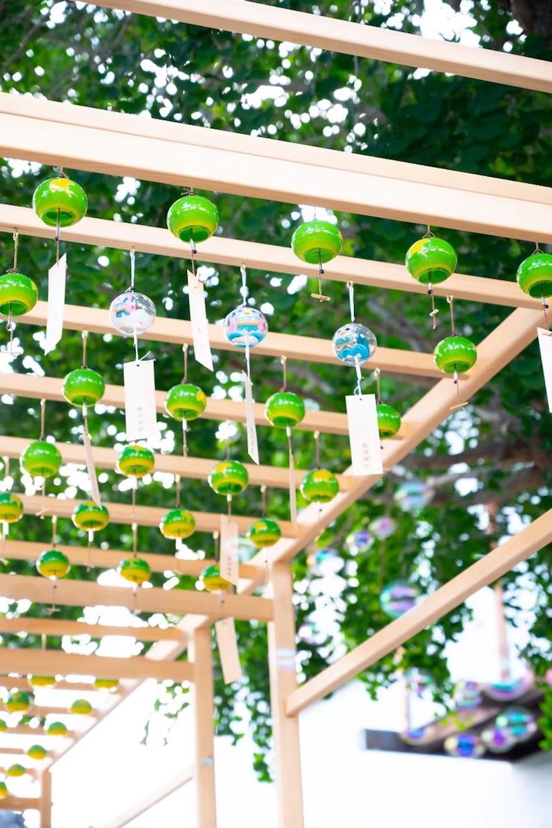 和田神社のイチョウの木と風鈴