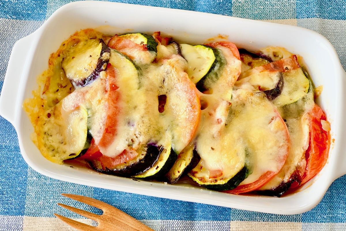 夏野菜のバジルチーズ焼き