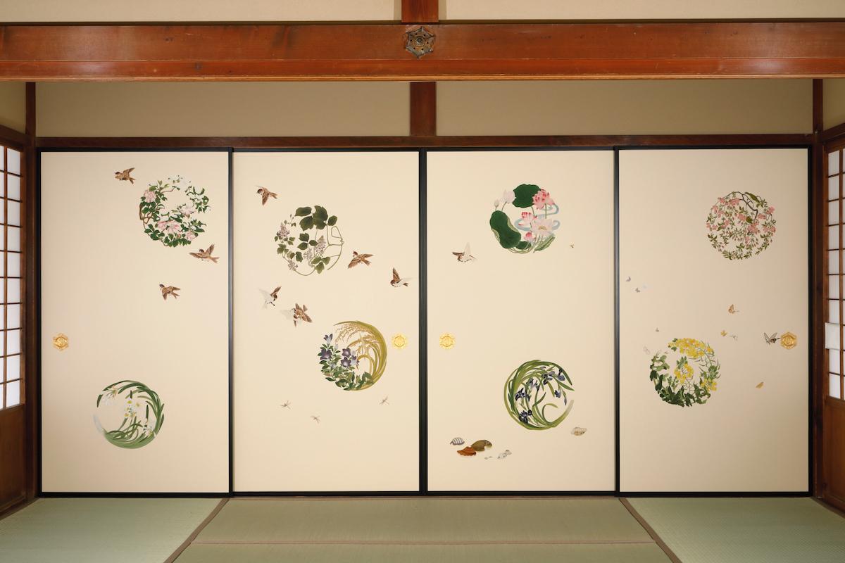 襖の閉められた「千種の花の丸襖絵」