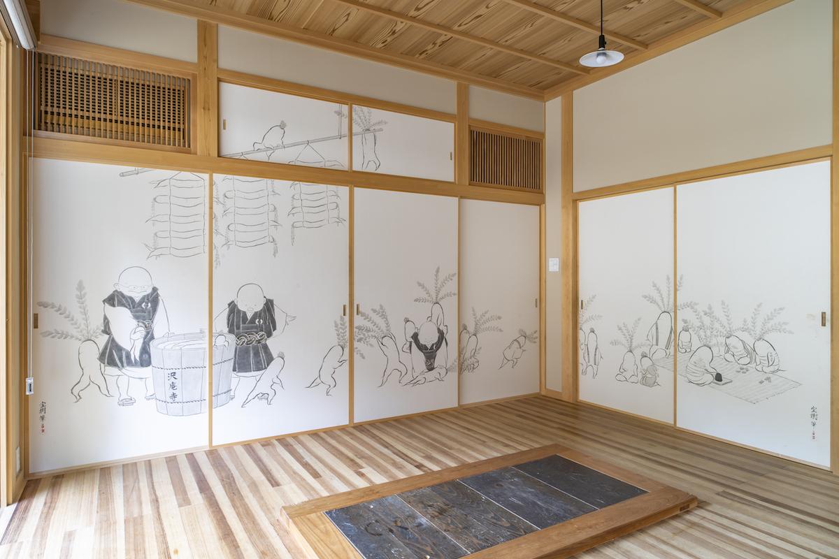 引きで見た宗鏡寺「大根戯画」