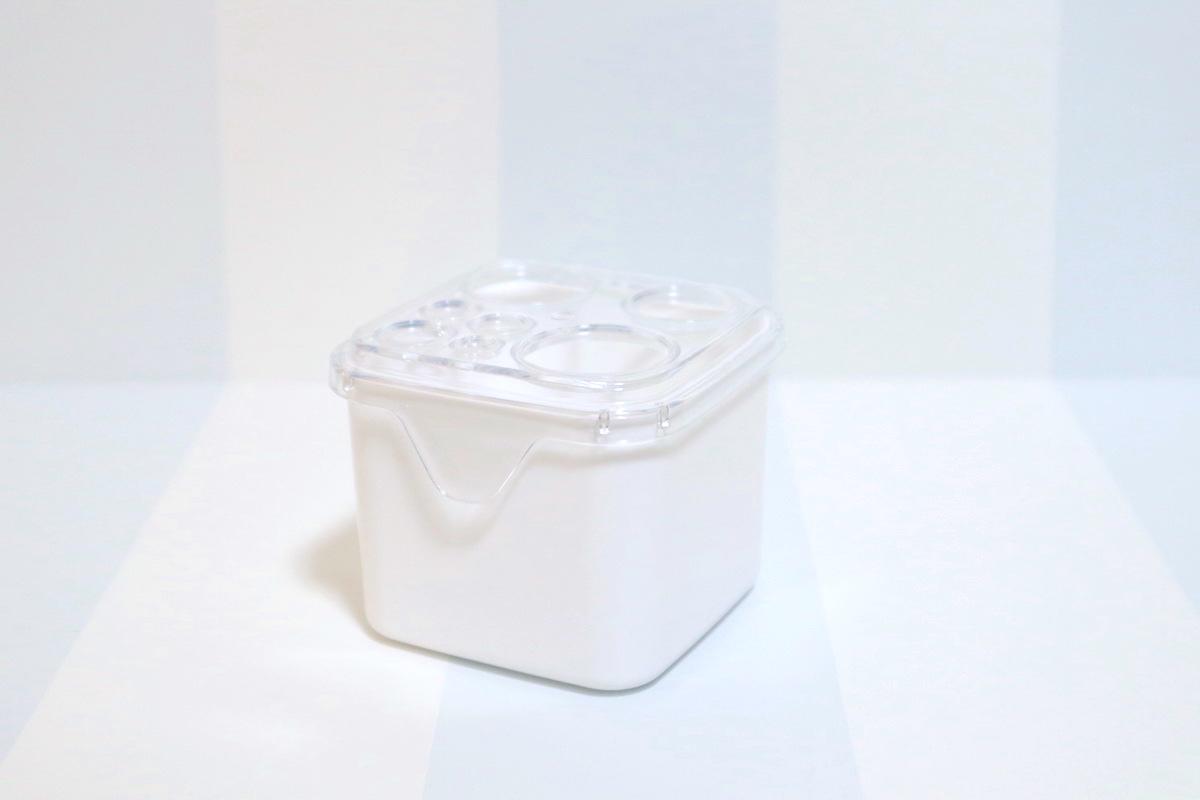 セリア「ブラシクリーナースタンド」(110円)