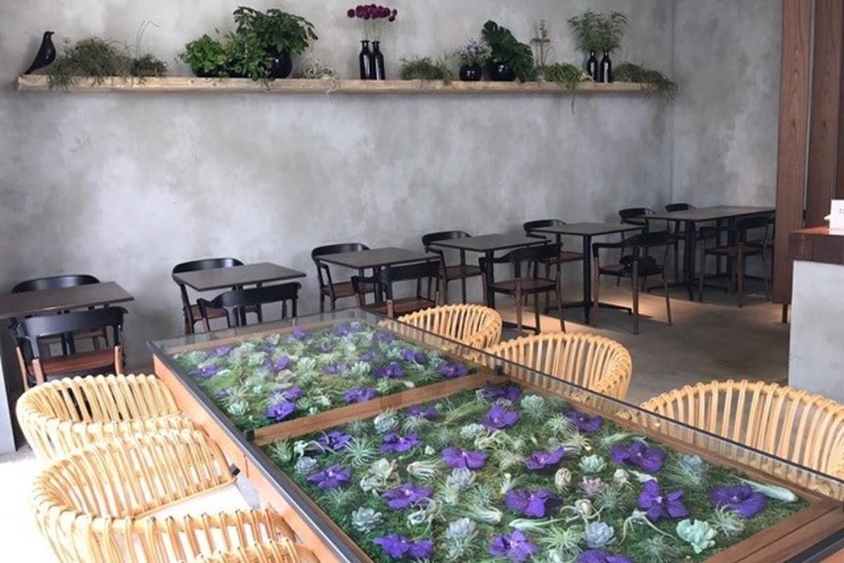 神戸三宮のニコライ・バーグマンカフェ