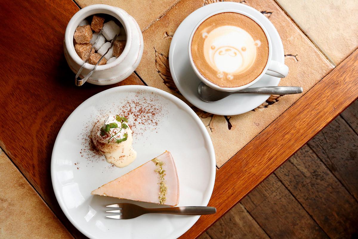 カフェマタンのケーキとラテ